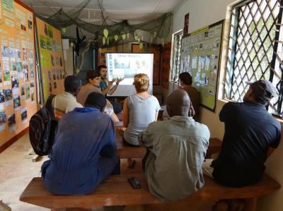 Seminario de enfermedades de primates al personal de Tacugama impartido por Carles Juan-Sallés